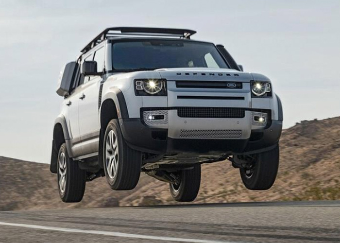 NewLand Rover DefenderNamedMotorTrend 2021 SUVof the Year